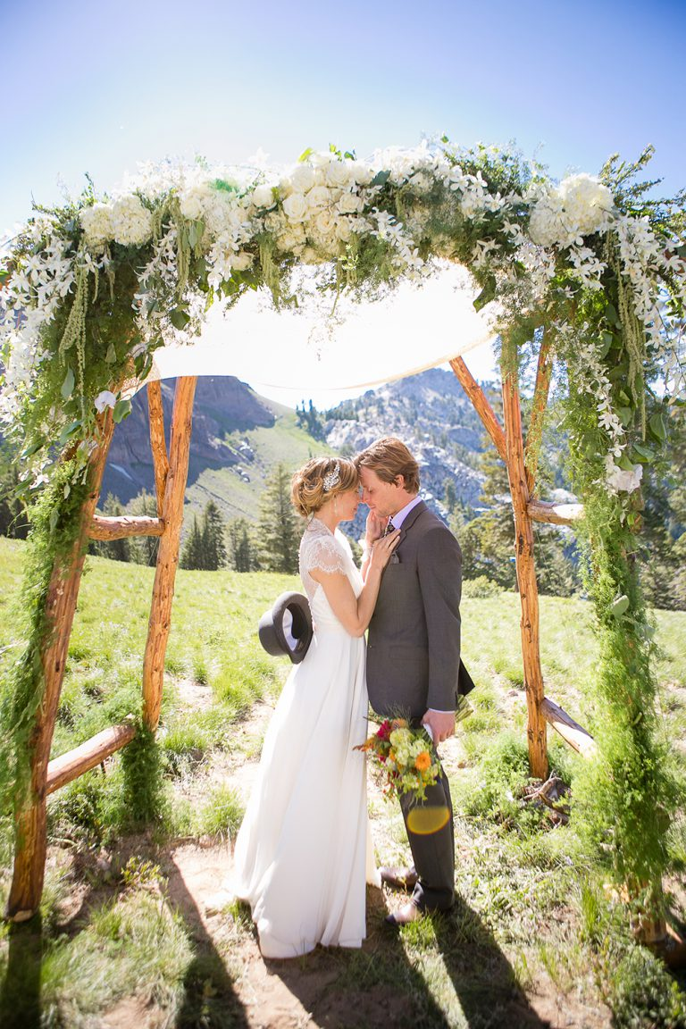 artinbloomfloral-squaw-valley-colorful-mountain-wedding-7